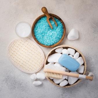 Bovenaanzicht zelfgemaakte zout en spa stenen