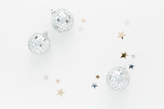 Bovenaanzicht zilveren bollen