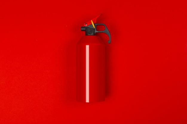 Bovenkant van rood brandblusapparaat