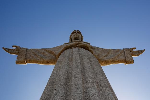 Bovenkant van standbeeld cristo rei in lissabon, portugal