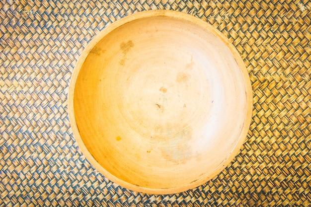 Bovenkant van weergave lege houten kom