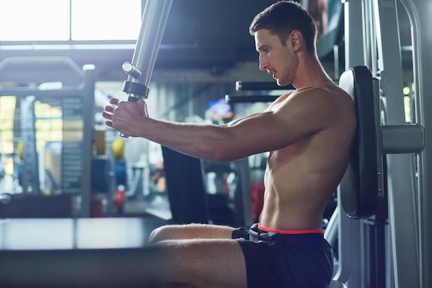 Bovenlichaam trainen in de sportschool