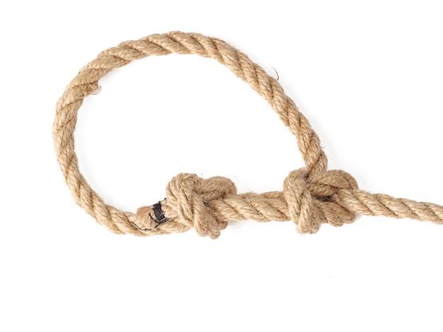 Bowline knoop gemaakt van hennep touw op een witte achtergrond.