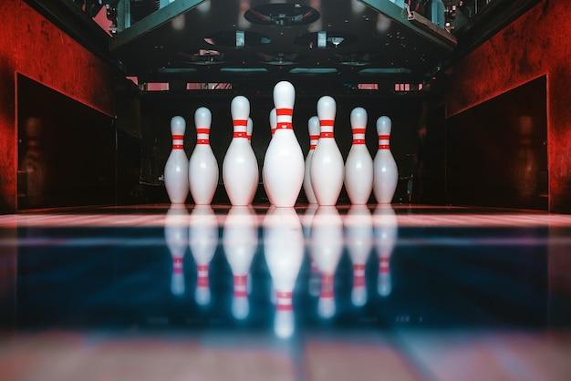 Bowling pinnen en ballen