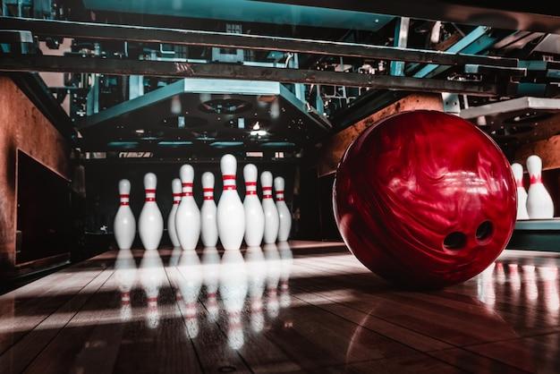 Bowlingbal en pinnen
