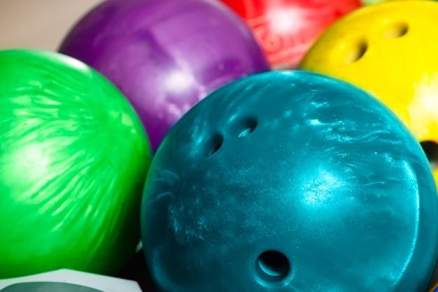 Bowlingballen in bowling of bowlingbaan