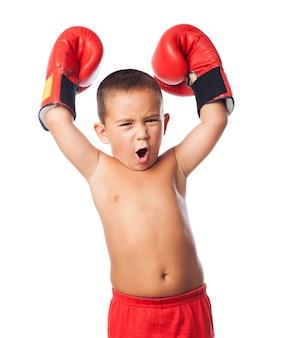 Boxer macht handschoenen ondertekenen gelukkig
