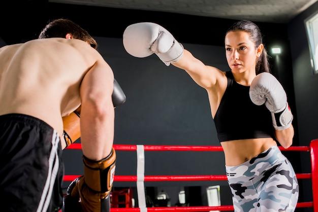 Boxers poseren in de sportschool