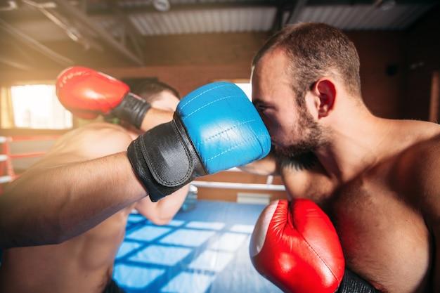 Boxers slaan klappen uit.