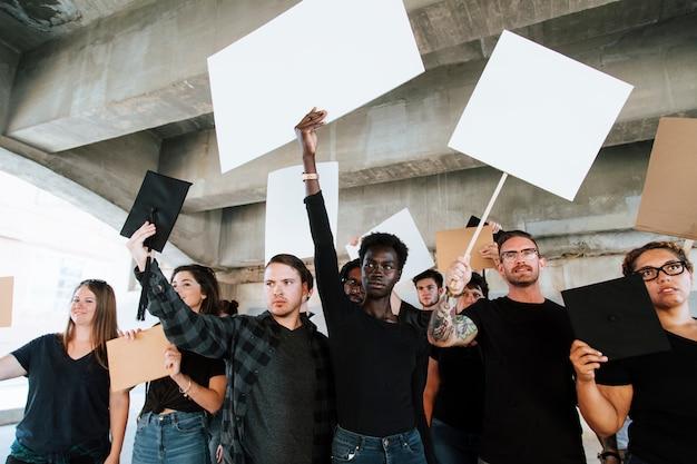 Boze activisten protesteren in een stad