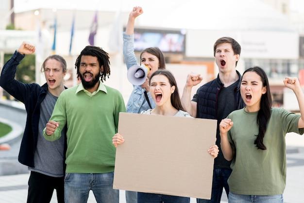 Boze mensen die protesteren tegen het concept van de zwarte levenskwestie