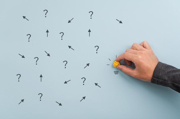 Brainstormen en besluitvorming conceptueel beeld