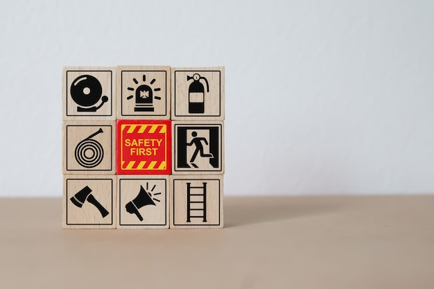 Brand- en veiligheidspictogrammen wood block stacking.