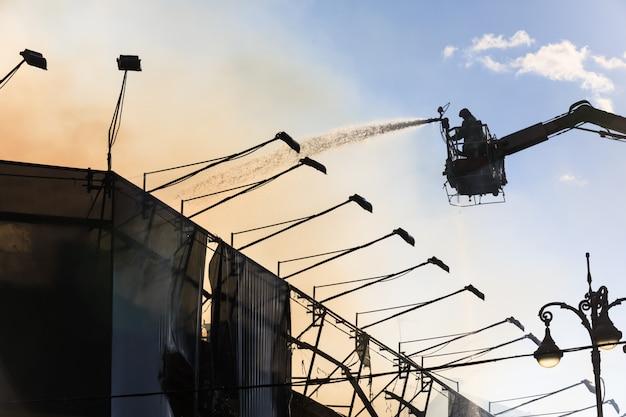 Brand in een huis met drie verdiepingen in kiev