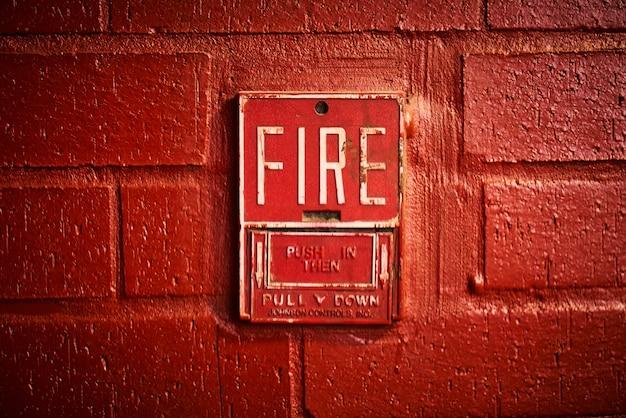 Brandalarm op de muur