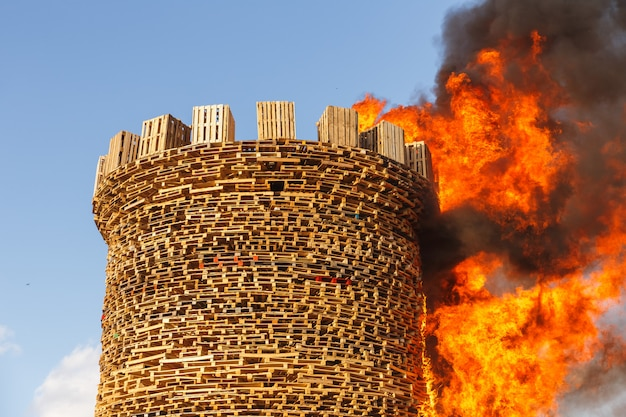 Branden van het fort van de bastille.