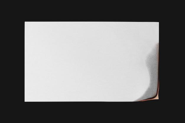 Brandend papier, realistische vlam met lege ontwerpruimte