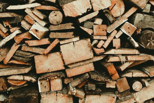 Brandhout in de schuur