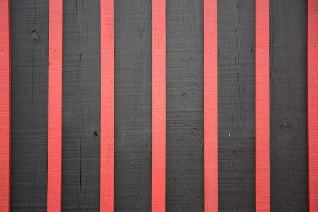 Brandhout rood en zwart achtergrondtextuur materiaal en behangconcept