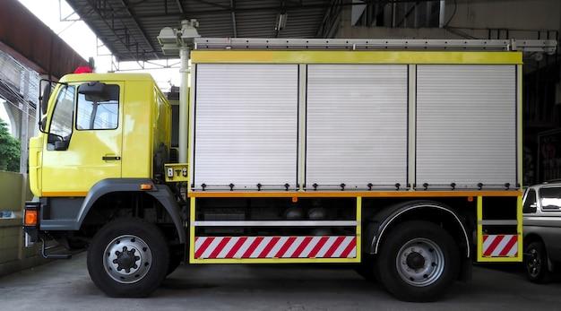 Brandkraan professionele uitrusting van station zoals vrachtwagenkraan traphelm en licht