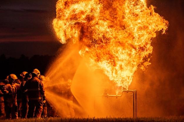Brandweerlieden en reddingstraining.