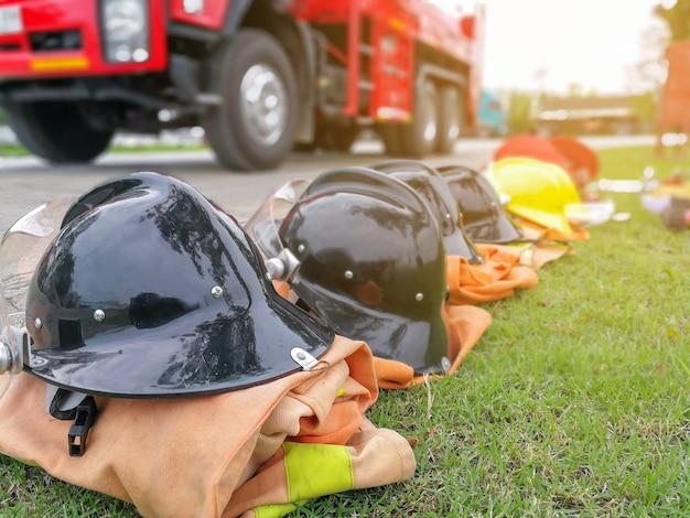 Brandweerlieden gereedschappen brandblusser en slang, accessoires en apparatuur voor brandbestrijding