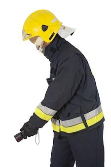 Brandweerman die het vuur dooft