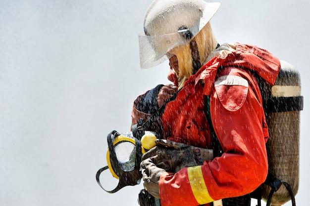 Brandweerman tijdens de training