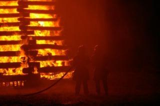 Brandweermannen werken