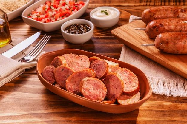 Braziliaans varkensworstgedeelte met chimichurri