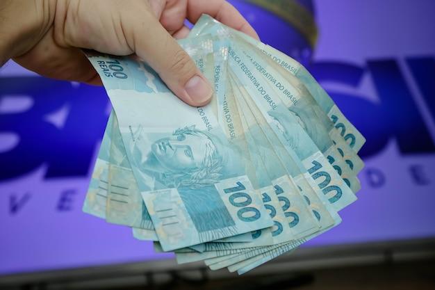 Braziliaanse bankbiljetten van 50 en 100 reais