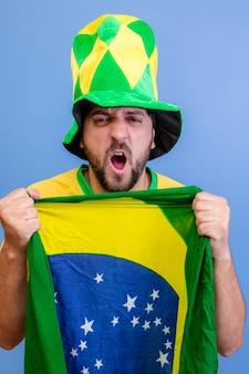 Braziliaanse fan vieren op blauw