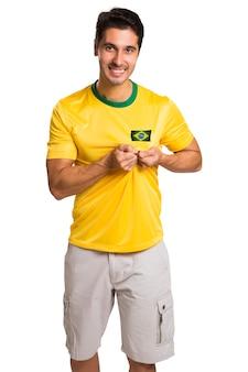 Braziliaanse fan viert op witte ruimte