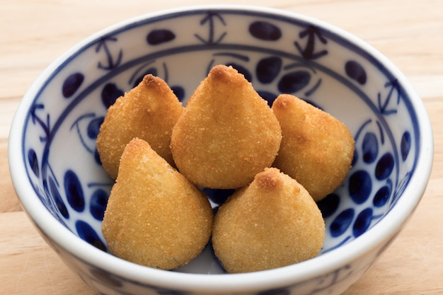 Braziliaanse favoriete hartige snack coxinha de frango