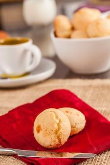 Braziliaanse kaasbroodjes, pão de queijo