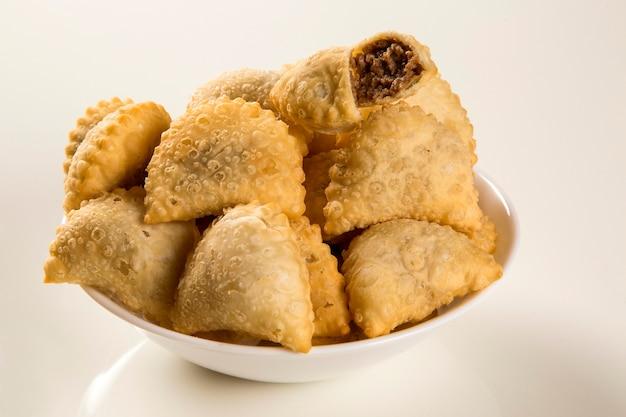 Braziliaanse snack. vlees gebak.