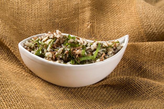 Braziliaanse traditionele gerechten genaamd arroz de carreteiro
