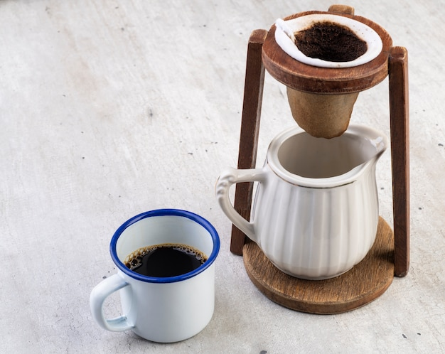 Braziliaanse traditionele stoffen koffiefiltering.