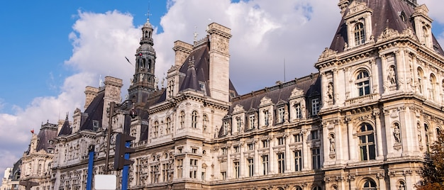 Breed panorama van hotel de ville in parijs