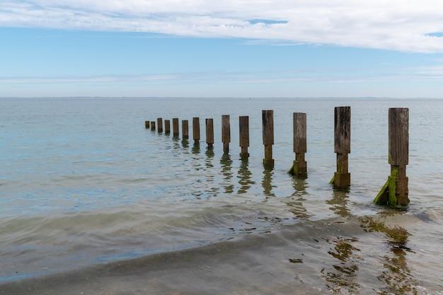 Breekt golven op het eiland