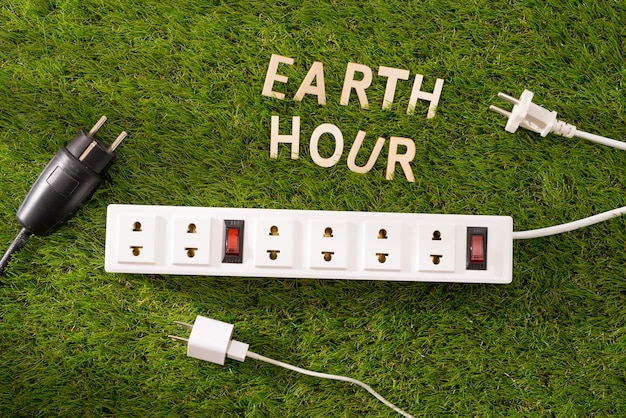 Brief happy earth day concept op groen gras