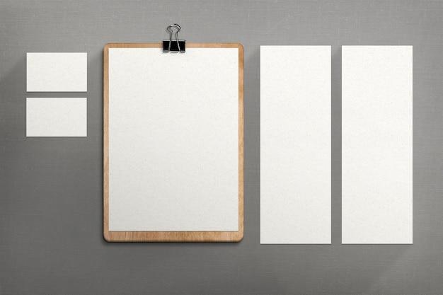 Briefpapier op stoffen oppervlak Gratis Foto
