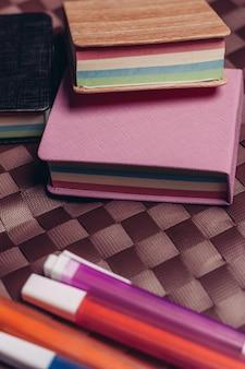 Briefpapier op tafel
