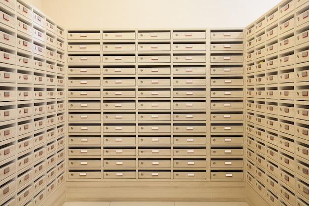 Brievenbus- en brievenbusruimte
