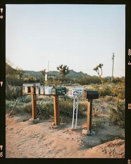 Brievenbussen in de californische woestijn