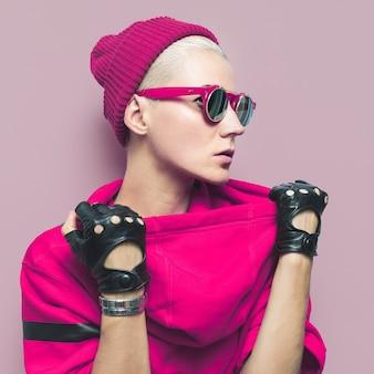 Bril, handschoenen, hoed. hippe modeaccessoires. tomboy-model