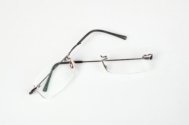 Brillen met licht frame gebroken