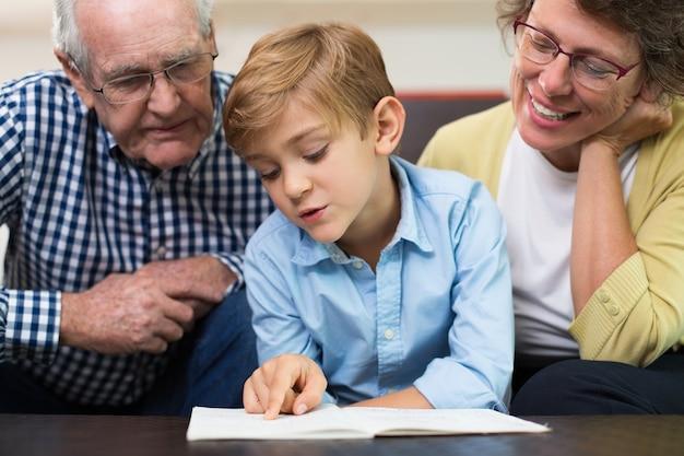 Brillen ontroerende generatie ongedwongen senior