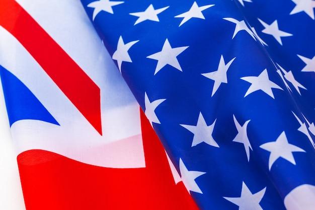 Britse vlag en amerikaanse vlag op wit