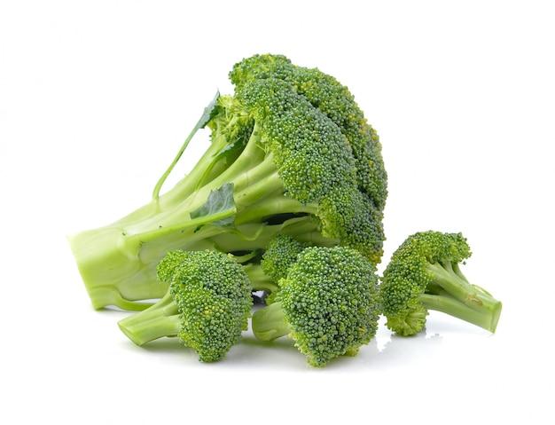 Broccoli die op a over witte oppervlakte worden geïsoleerd